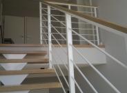 konstrukcja schodów malowana proszkowo na kolor biały