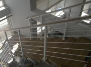 schody malowane proszkowo białe