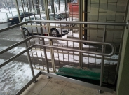 Balustrada na podjeździe dla niepełnosprawnych
