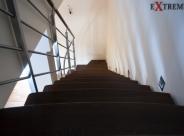 Balustrada nierdzewna z pochwytem łączonym z drewnem