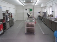 Stół laboratoryjny jezdny